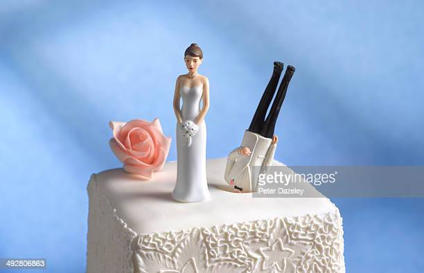 divorce/girl power - wedding cake foto e immagini stock