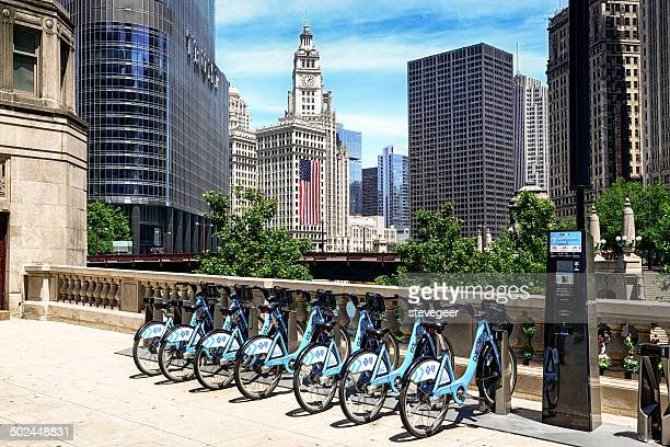 divvy bicycle sharing system in chicago - idiots stock pictures, royalty-free photos & images