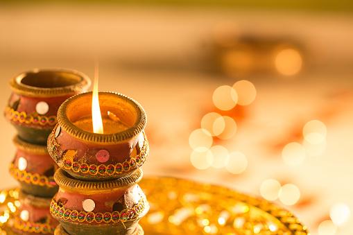 diwali lights and diyas 850999688