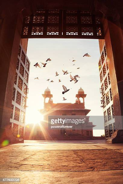 diwan-i-khas at the ancient city of fatehpur sikri, india - fatehpur sikri stock pictures, royalty-free photos & images