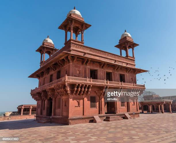 diwan-i-khas in the pachisi courtyard, fatehpur sikri, india - fatehpur sikri stock pictures, royalty-free photos & images