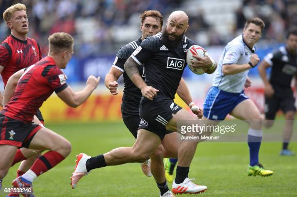 Dj Forbes of New Zealand runs with the ball during the HSBC rugby sevens match between New Zealand and Wales on May 13 2017 in Paris France