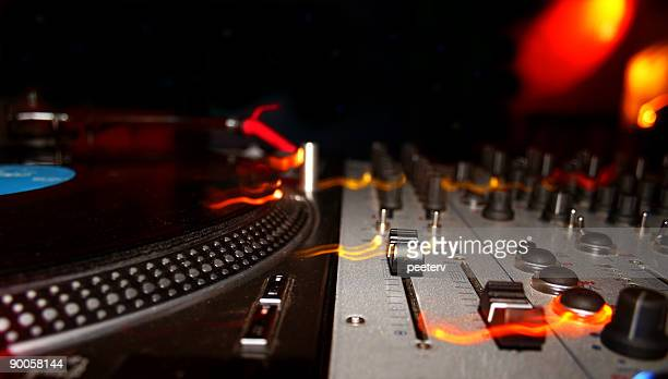 dj mixer & turntable