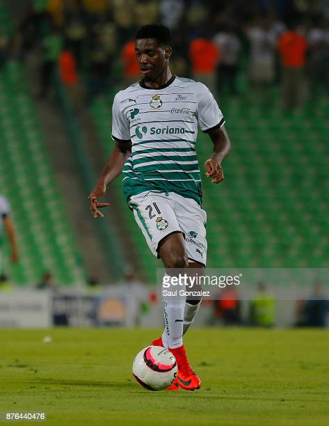 Djaniny Tavares of Santos drives the ball during the 17th round match between Santos Laguna and America as part of the Torneo Apertura 2017 Liga at...