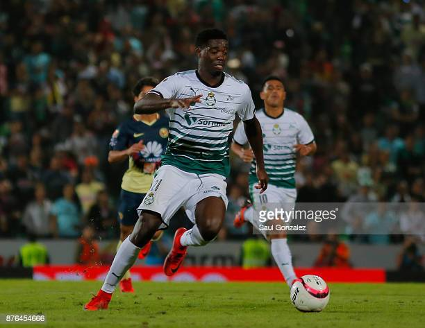 Djaniny Tavares of Santos plays the ball during the 17th round match between Santos Laguna and America as part of the Torneo Apertura 2017 Liga at...