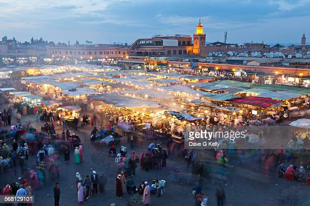 djemaa el fna square at dusk, marrakech, morocco - 市場広場 ストックフォトと画像