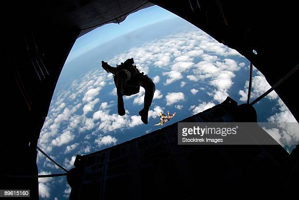 djibouti, africa, march 28, 2006 - members of the air force practice jumping out of an air force c-130 hercules over the gulf of tadjoura.  - paratrooper stock pictures, royalty-free photos & images