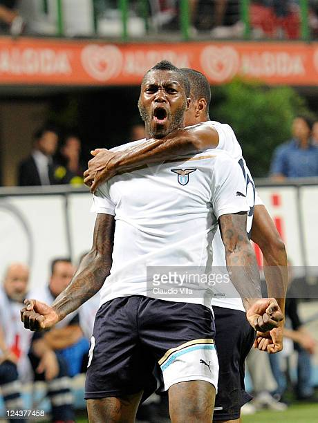 Djibril Cisse of SS Lazio celebrates scoring his team's second goal during the Serie A match between AC Milan and SS Lazio at Stadio Giuseppe Meazza...