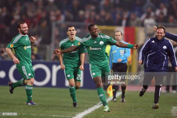 Djibril Cisse' with his teammates of Panathinaikos celebrates the third goal during the UEFA Europa League Round of 32 2nd leg match between AS Roma...