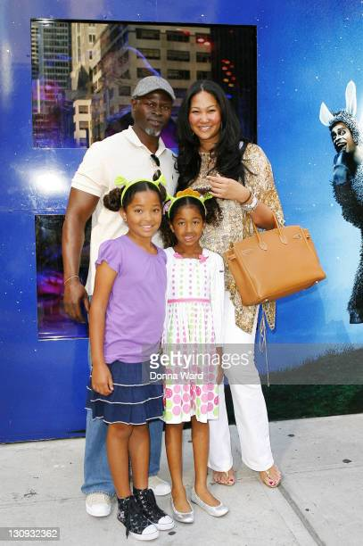 """Djimon Hounsou, Kimora Lee Simmons, Ming Simmons and Aoki Simmons pose after seeing """"Shrek The Musical"""" at the Broadway Theatre on August 15, 2009 in..."""