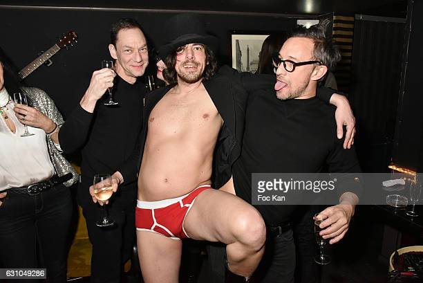 DJ/performer Gwenael Billaud and guests attend the 'Nuit Bruce Nauman' screening party and performance of Amelie Pironneau at la Galerie du Chacha on...