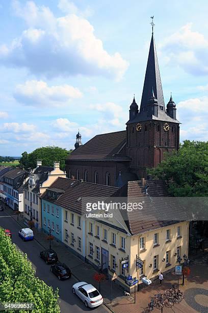 Krefeld, North Rhine-Westphalia, NRW, D-Krefeld-Uerdingen, market place, old town hall, parish church Saint Peter, catholic church