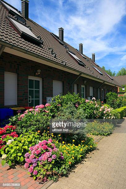 DKrefeld Rhine Lower Rhine Rhineland North RhineWestphalia NRW residential buildings at HeinrichBand Weg row houses front gardens flower beds