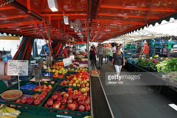 DKrefeld Rhine Lower Rhine Rhineland North RhineWestphalia NRW Westwall Markt weekly market market stall fruits vegetables people purchasers vendors