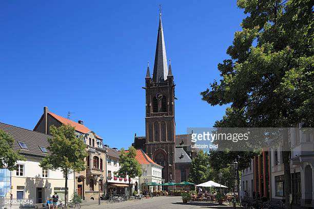 DKrefeld Rhine Lower Rhine Rhineland North RhineWestphalia NRW DKrefeldHuels market place hotel Zur Rose Saint Cyriakus church catholic church