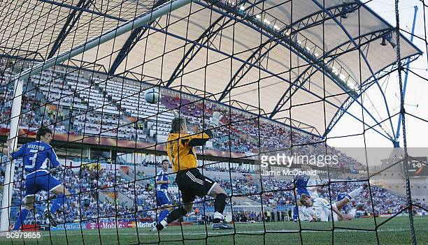 Dmitri Bulykin of Russia scores the second goal during the UEFA Euro 2004, Group A match between Russia and Greece at the Algarve Stadium on June 20,...