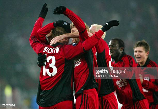 Dmitry Bulykin of Bayer Leverkusen jubilates with his teammates after scoring against Leverkusen's during their UEFA Cup group E match at Letzigrund...