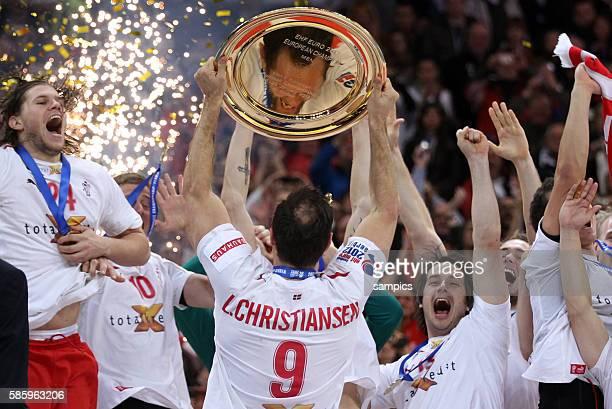 Dänemark ist Europameister 2012 Kapitän Lars CHRISTIANSEN hebt die Schale Handball Männer Europameisterschaft Spiel Finale Serbien Dänemark Handball...