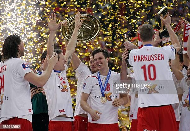 Dänemark ist Europameister Mannschaft feiert mit Mikkel HANSEN Kasper SONDERGAARD SARUP Hans LINDBERG Nikolaj MARKUSSEN Handball Männer...