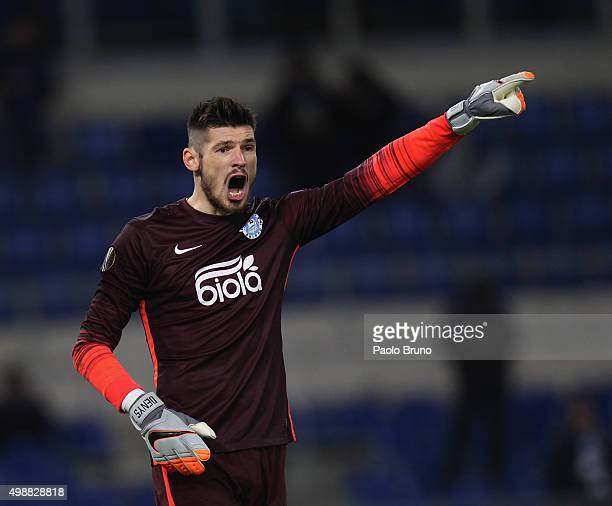 Dnipro Dnipropetrovsk goalkeeper Denys Boyko gestures during the UEFA Europa League group G match between SS Lazio and FC Dnipro Dnipropetrovsk at...
