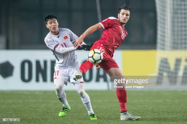 Do Duy Manh of Vietnam fights for the ball with Mohamad Rafat Muhtadi of Syria during the AFC U23 Championship China 2018 Group D match between Syria...