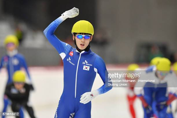 Do Hyung Lee of South Korea gestures during the Men mass start at the ISU Junior World Cup Speed Skating at Max Aicher Arena on November 26 2017 in...