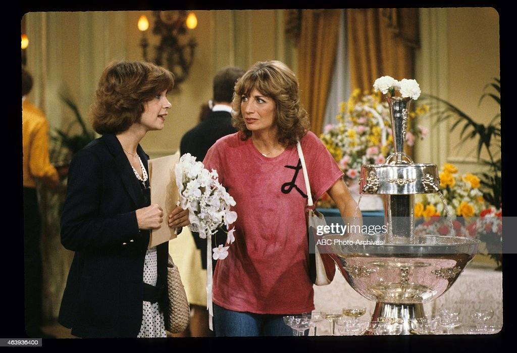 CINDY WILLIAMS;PENNY MARSHALL : News Photo