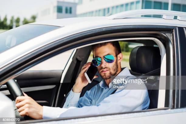 Ne pas conduire et utiliser le téléphone