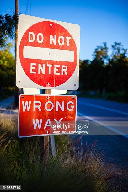 'Do not Enter', 'Wrong Way' road sign