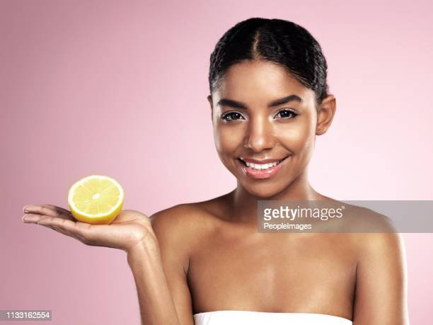 do you know the benefits of lemons? - ascorbic acid stock pictures, royalty-free photos & images