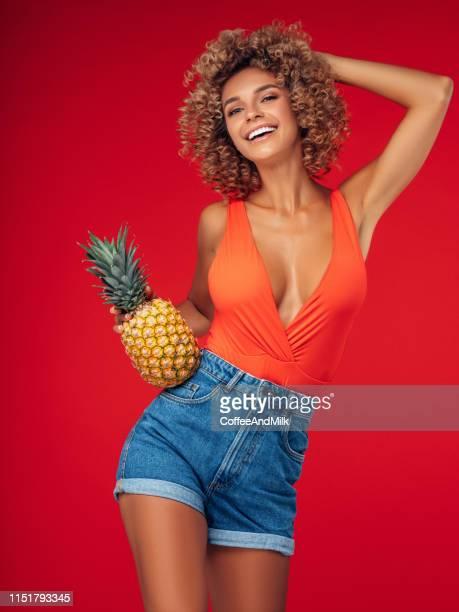 do you like pineapple? - decote imagens e fotografias de stock