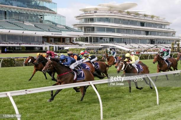 Do You Reckon ridden by Kerrin McEvoy wins the Melbourne Cup Carnival Country Final at Flemington Racecourse on November 05, 2020 in Flemington,...