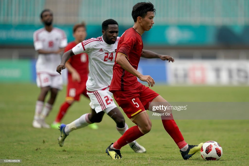 Doan van Hau of Vietnam holds off Alamsmari Mohd of United Arab Emirates during the Men's Football bronze medal match between Vietnam and United Arab Emirates at the Pakan Sari Stadium on day fourteen of the 18th Asian Games on September 1, 2018 in Jakarta, Indonesia.
