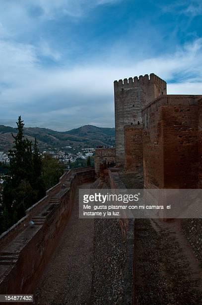 doble muralla en la alcazaba de la alhambra - muralla stock photos and pictures