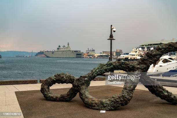 様々なブッシュファイア、シドニー、オーストラリアからのスモッグの夕暮れ時にオーストラリア海軍と王立植物園シドニーのドックランディング船 - オーストラリア軍 ストックフォトと画像