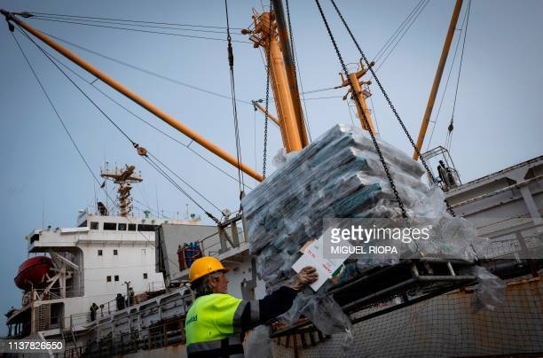A dock worker unloads squid from the Falkland Islands in the harbour of Vilagarcia de Arousa on April 16 2019 A nodeal Brexit would deal a heavy blow...