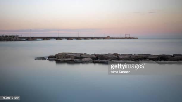 docking peninsula and water barrier - alma danison - fotografias e filmes do acervo