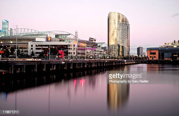 docklands stadium on friday night in melbourne - docklands stadium melbourne stock pictures, royalty-free photos & images