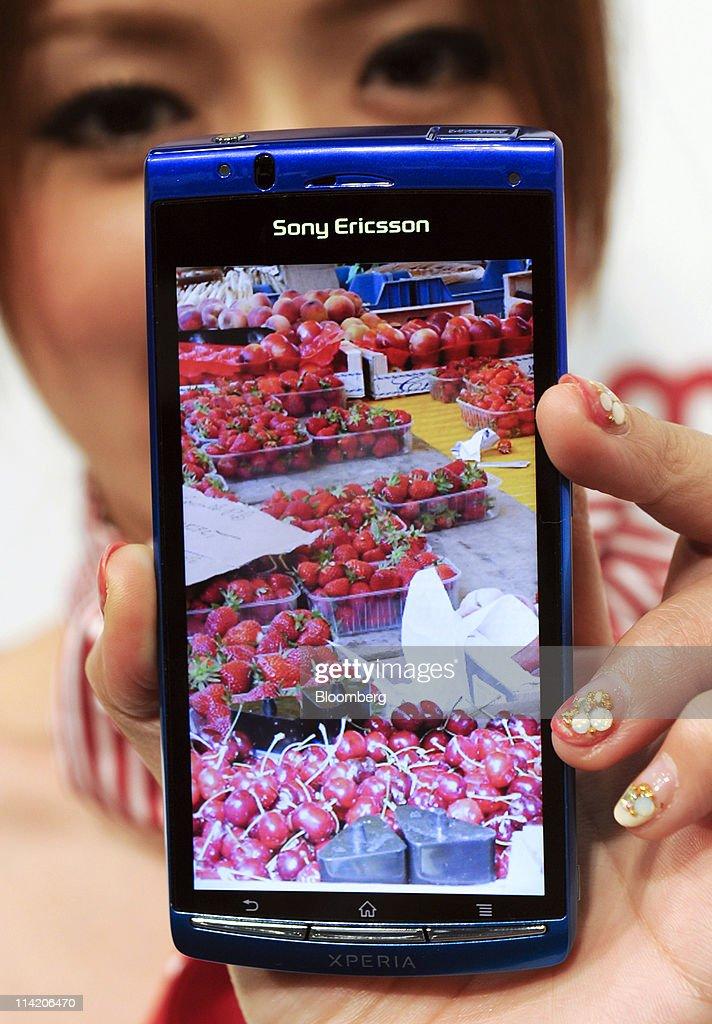 NTT DoCoMo Inc 's new Sony Ericsson Xperia Acro SO-02C is displayed