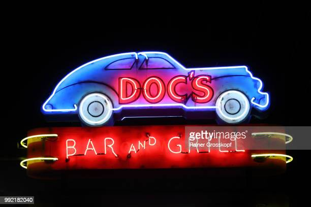 docs bar and grill neon sign - rainer grosskopf fotografías e imágenes de stock