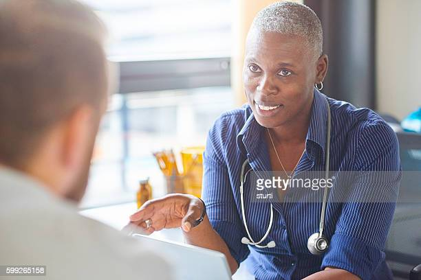 doctor and patient chat - general practitioner stock pictures, royalty-free photos & images