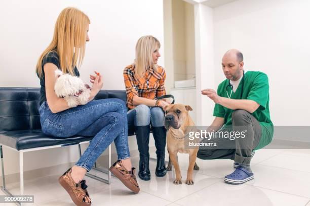 Arzt Fragen nächsten Kunden aus der Warteschlange