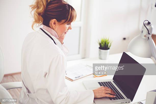 doctor at office - nutritionist stock pictures, royalty-free photos & images