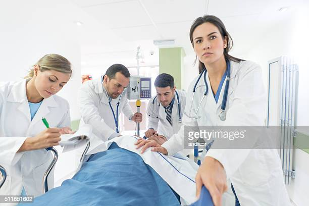 doctor at the er attending an emergency - emergency medicine stock pictures, royalty-free photos & images