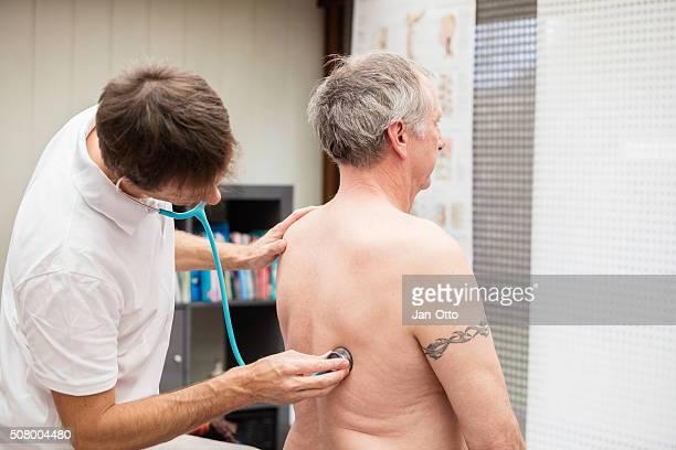 Arzt, die Lunge der ältere Patienten