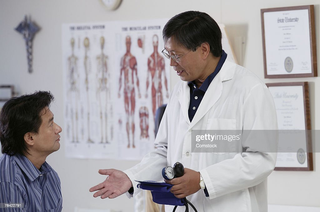 Doctor counseling patient about blood pressure : Stock Photo