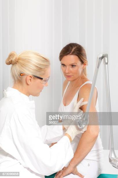 doctor doing a dermoscopy examination - cancer de pele imagens e fotografias de stock