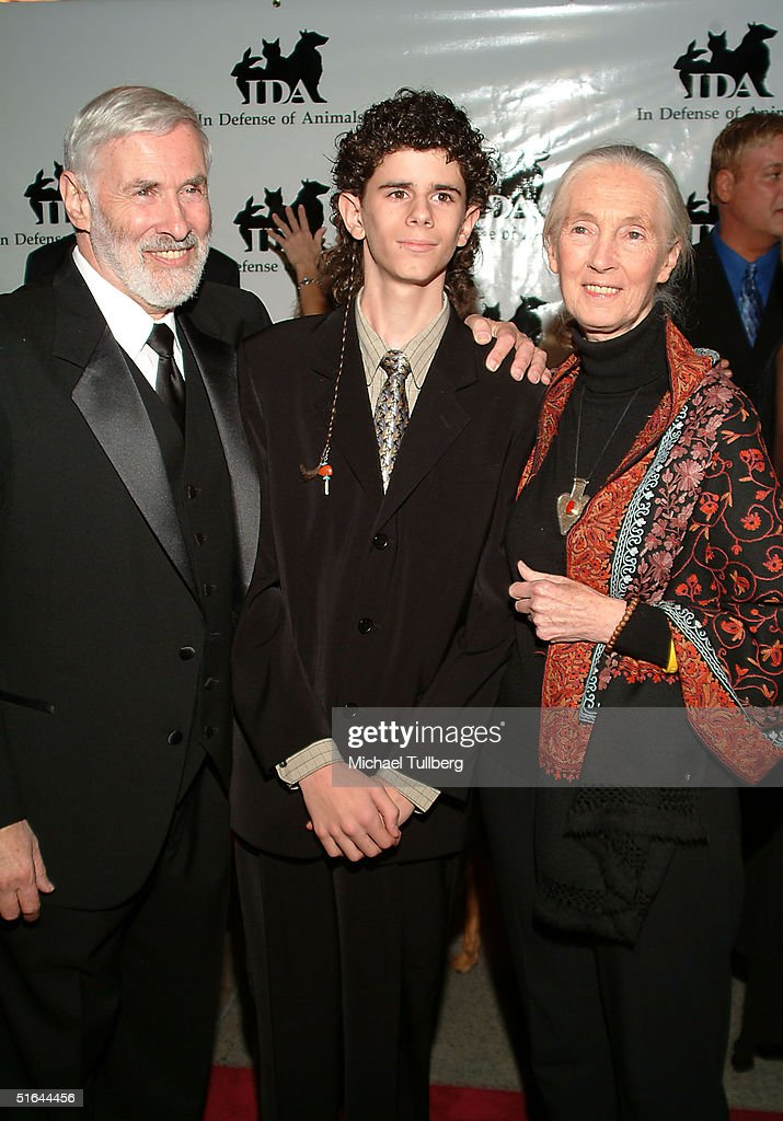 Doctor Elliot Katz, IDA Award winner Washo Shadowhawk and Doctor Jane Goodall appear at the 'In Defense Of Animals Guardian Awards Fundraiser' on October 20, 2004 at Paramount Studios in Hollywood, California.