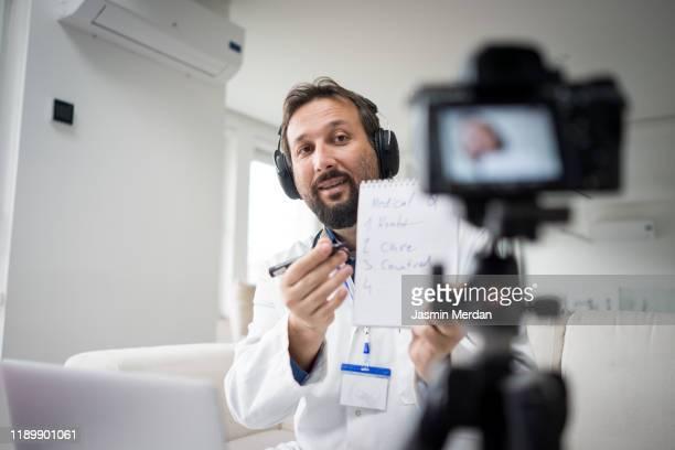 doctor expert live stream - koncept och teman bildbanksfoton och bilder