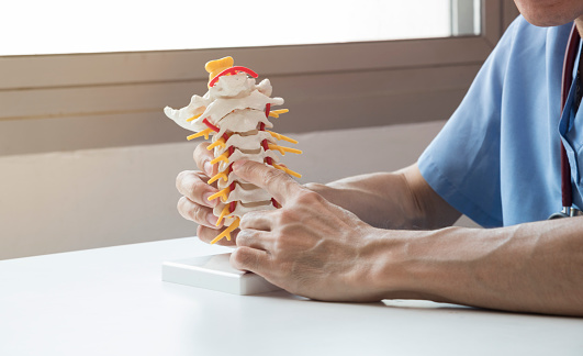 Doctor explaining about spine to the patient 946451970